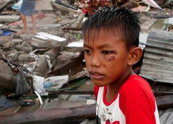 Rent drikkevand til ofrene for tyfonen på Filippinerne